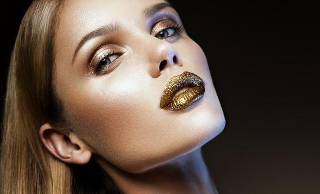 Le doré, la couleur du maquillage de l'été