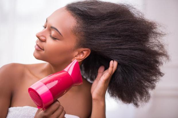 Comment lisser ses cheveux crépus?