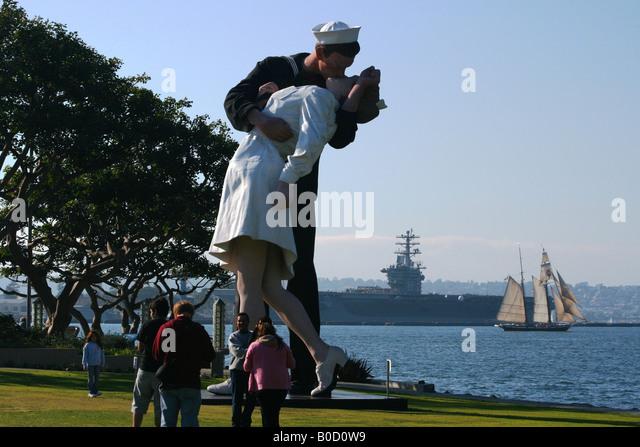Famous Kiss World War 2 Parade