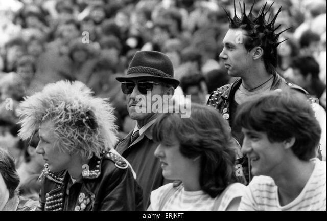 Resultado de imagem para Music fans at Kelvingrove Park, Glasgow, Scotland, 27 May 1984