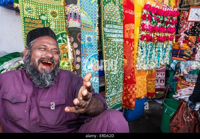 Resultado de imagem para muslim cloth market mumbai