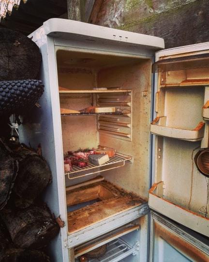 Fumoir fabriqué à l'aide d'un frigo