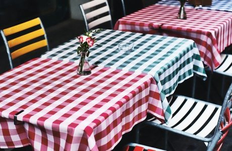 Table Restaurant Tile Tablecloth  - gregroose / Pixabay