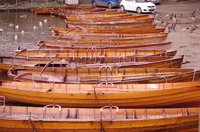 Lake Boats Travel Adventure Canoes - D_F_K / Pixabay