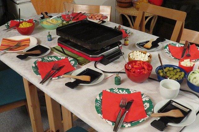 Table de fête raclette