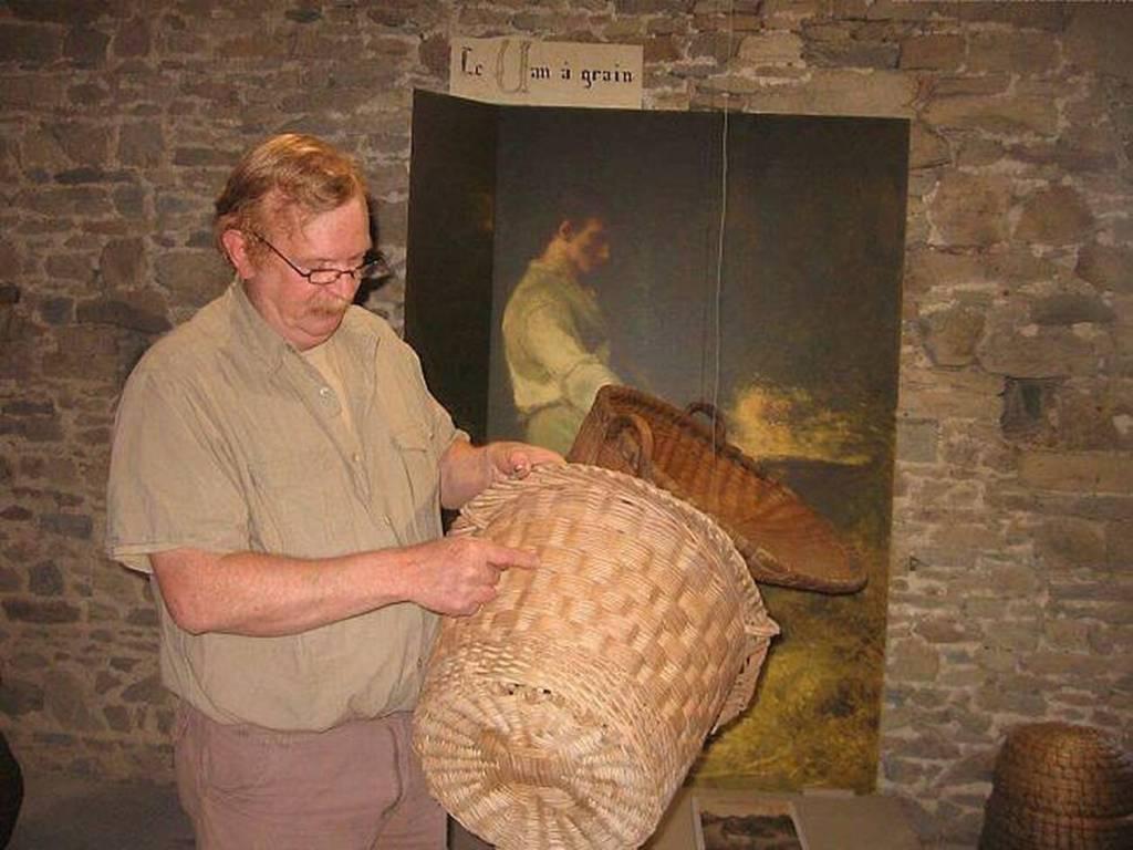 Les paniers à beurre étaient le plus souvent des paniers en osier, dans lesquels pouvait être posé un tissu de protection, et dont l'usage était destiné au transport des beurres produits pour la vente au marché