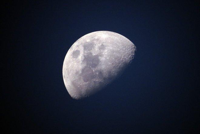 Imagen de la Luna con sombra