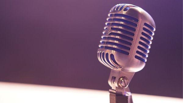podcasts-audio-microfono