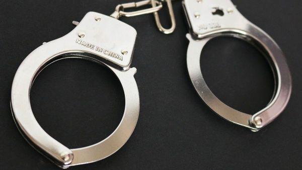 arresto-detencion-esposas-justicia-ok