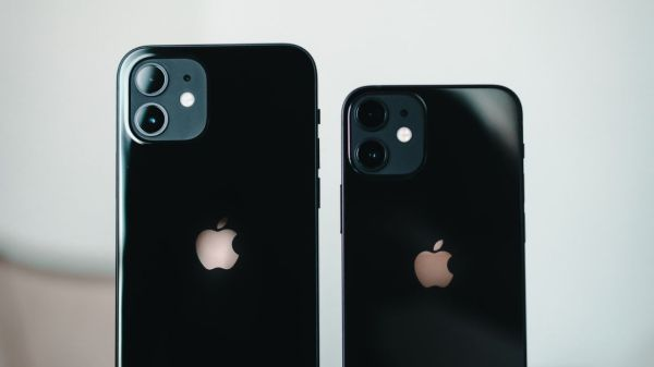 iphone-apple-smartphones