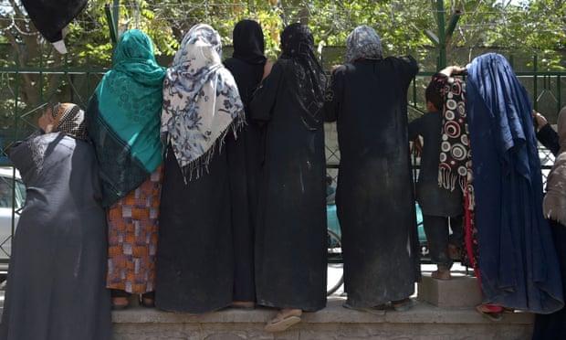 El gobierno de Reino Unido debe hacer todo lo posible para ayudar a las mujeres afganas