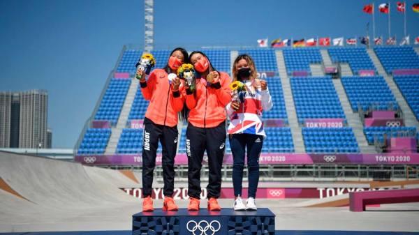 Foto de las tres adolescentes que ganaron las medallas en skate park