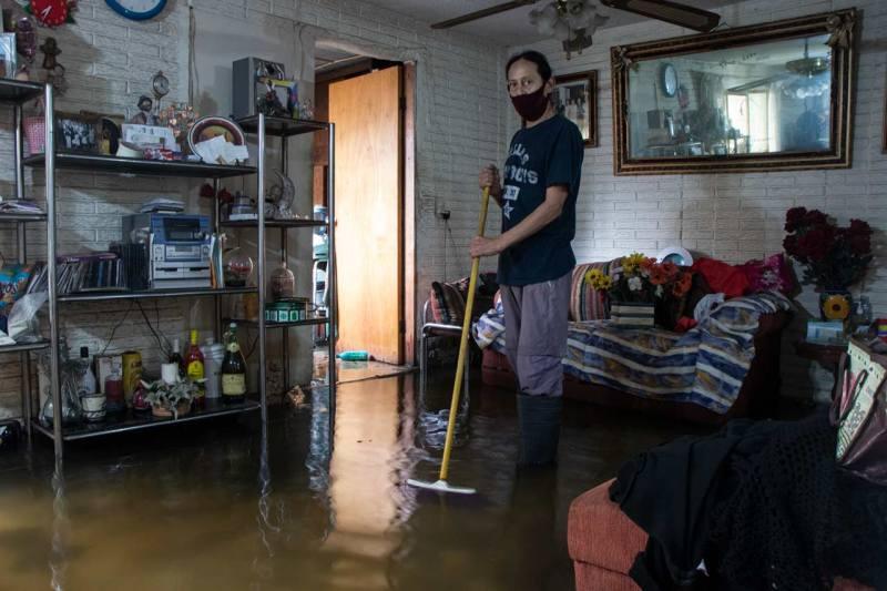 Lluvias en Ecatepec dejan inundaciones en casas