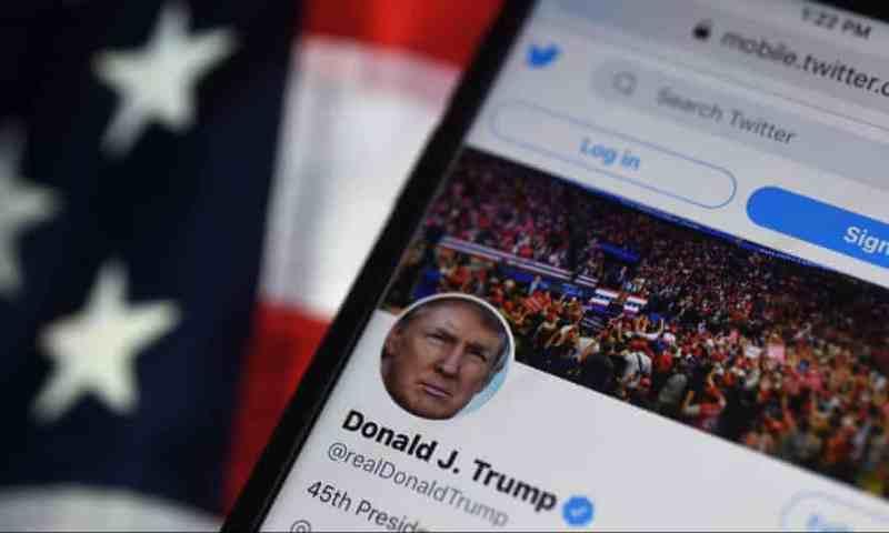 Trump solicita a un juez que obligue a Twitter a restablecer su cuenta