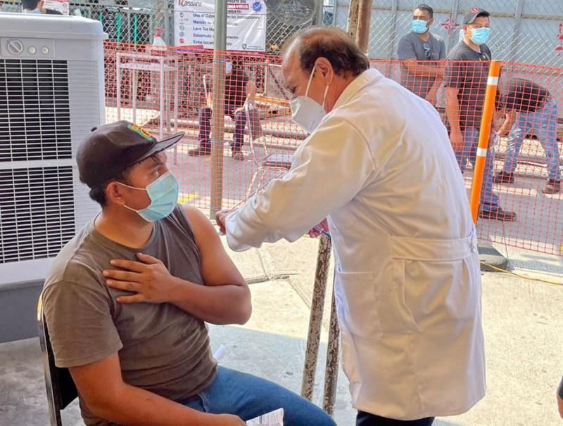 Vacunación en Tlalnepantla: Va segunda dosis a los de 18 a 29 años