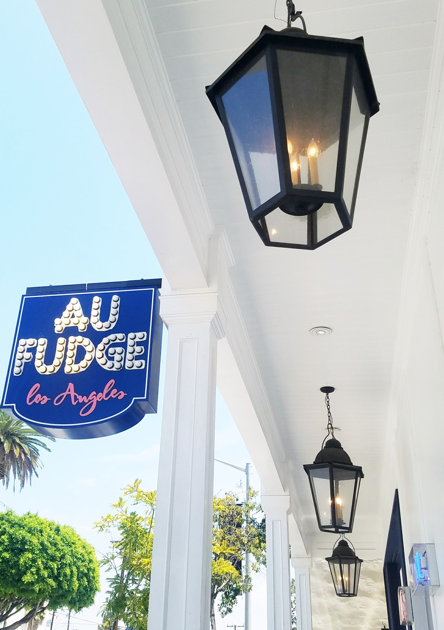 Au Fudge Exterior Decor
