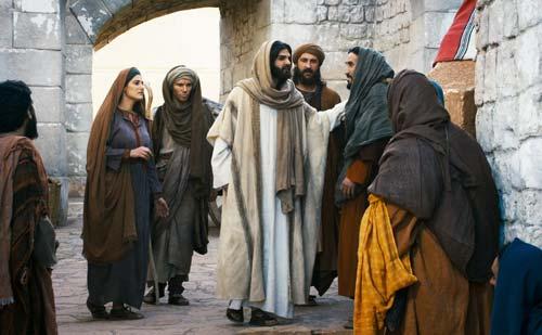 Jésus parlant à des passant à Jérusalem