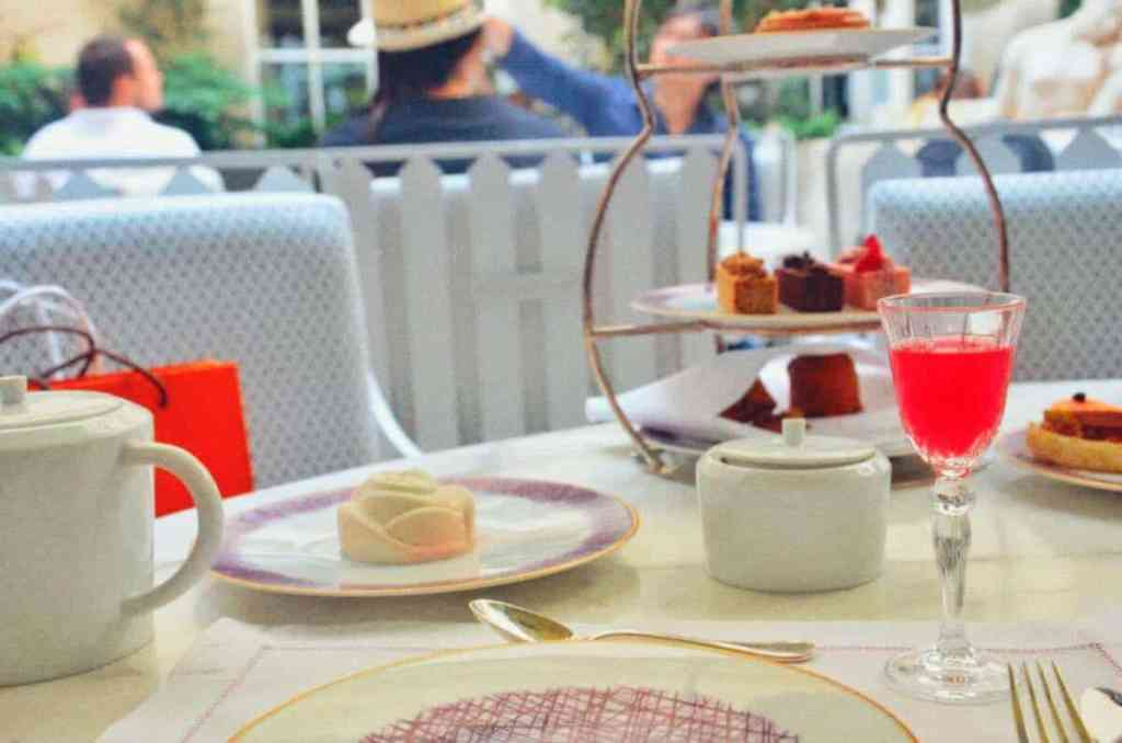 Paris : un tea time à lHôtel de Crillon Europe France Le Voyage