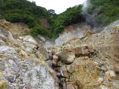 Soufrière (Dominica)- attention, ça brûle! faire attention où on marche...