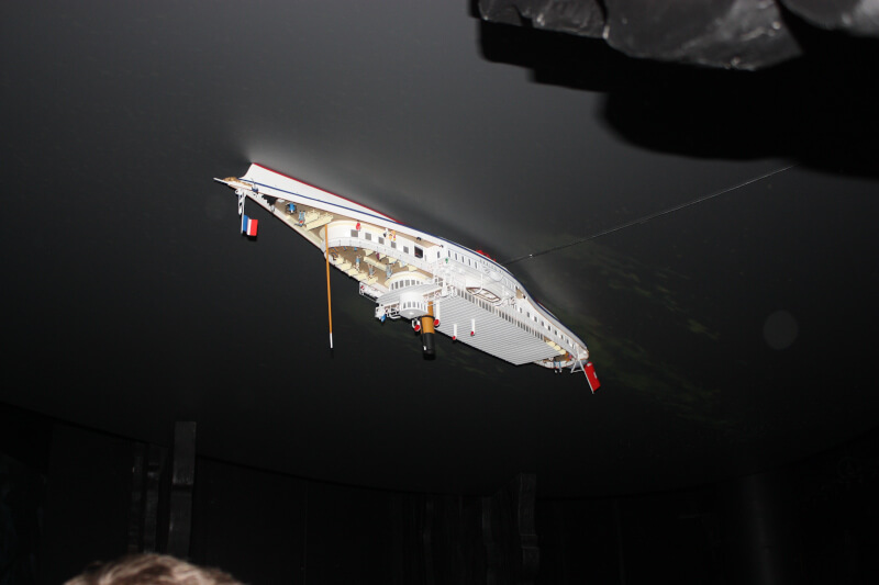 Bateau de la CGN à l'envers
