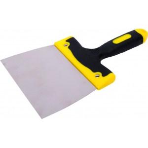 Un couteau à enduire , à lame plate et large sert à poser ou lisser les enduits sur les murs avant mise en peinture.