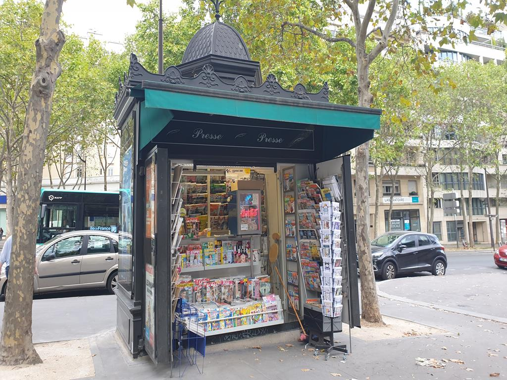 un_kiosque_a_paris