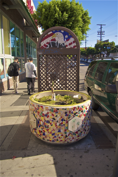 The planter is lovely but, like the wooden screens and random trash cans, oddly placed and could use some upkeep. Sahra Sulaiman/LA Streetsblog