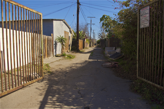 An open gate to an alley off Raymond Ave. Sahra Sulaiman/LA Streetsblog