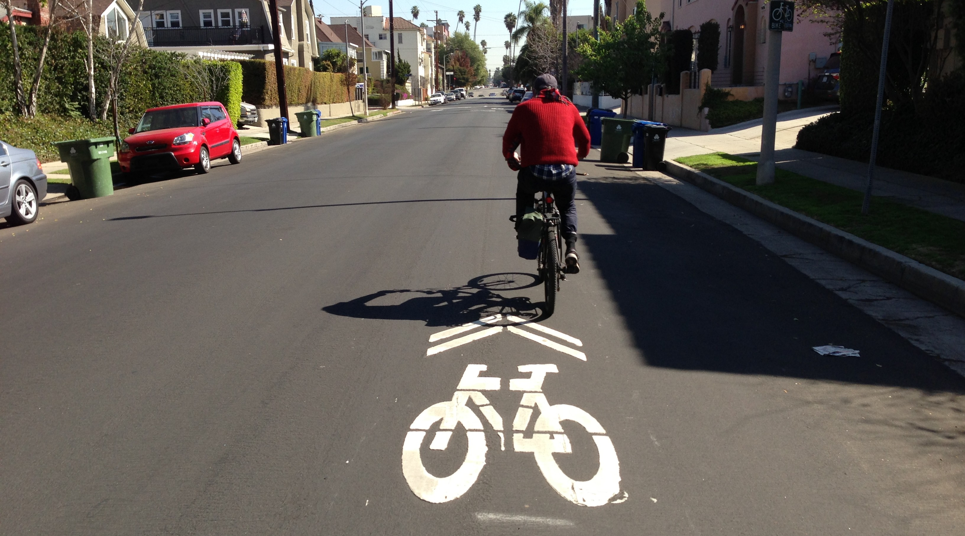 Are new sharrows really coming to this stretch of 4th Street? Sharrow at 4th and Norton this morning. Joe Linton/LA Streetsblog