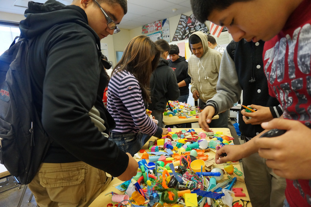 Roosevelt students looking for building materials Photo by James Rojas
