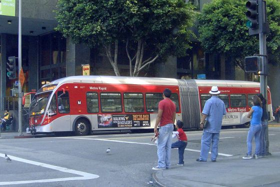 Goodbye, articulated buses. Photo: ##http://en.wikipedia.org/wiki/File:Metro_Rapid_LA_articulated_bus_08_2010_331.jpg##Wikimedia##