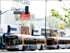Metro Line 81 buses on North Figueroa Street. Photo: ##https://www.flickr.com/photos/fig4all/8745176419/##Fig4All/Flickr##