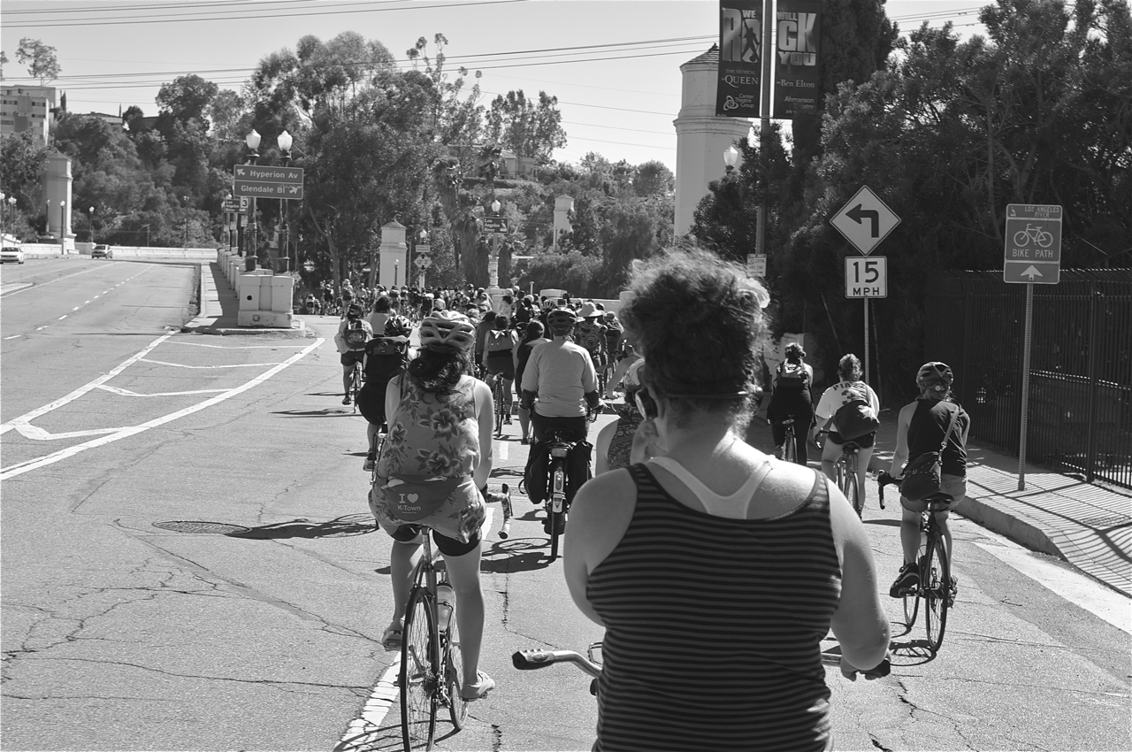 Riders head towards Silver Lake along Glendale Blvd. A pit stop at Cerritos Park in Glendale included dancing to the beats of Buyepongo. Sahra Sulaiman/Streetsblog LA