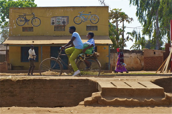 A bike taxista heads to a market area with a female passenger. Sahra Sulaiman/Streetsblog LA