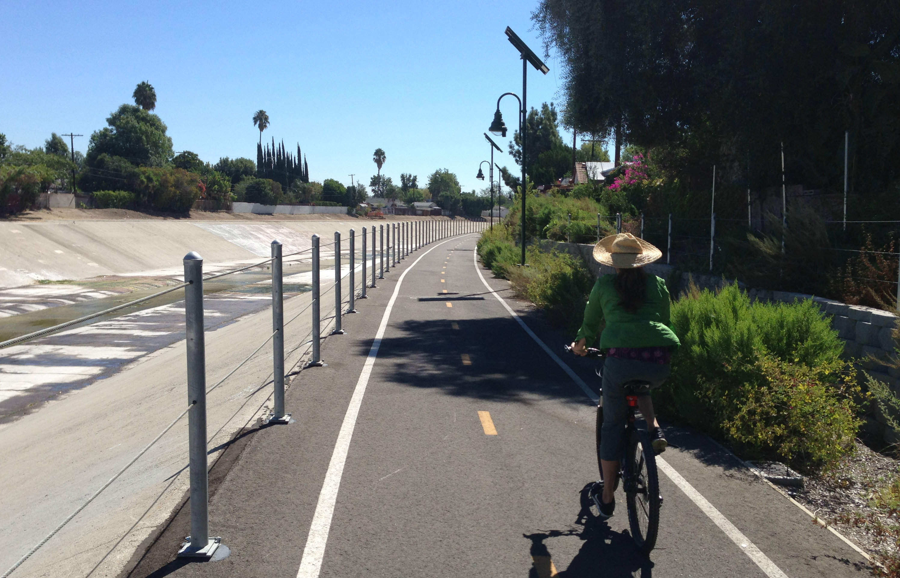 Los Angeles River bike path through the West San Fernando Valley. Photo: Joe Linton/Streetsblog L.A.