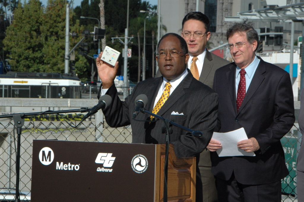 Ridley-Thomas shows off the transponders for the ExpressLanes. Image: Metro