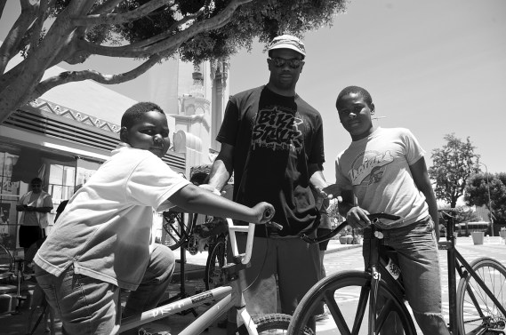 Jeremy Swift with Cortez Wright and the soon-to-be roadhound. Sahra Sulaiman/Streetsblog L.A.