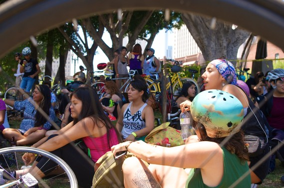 Women and women-identified folks gather under the shade as they wait for the Ovarian Psyco-cycles Clitoral Mass ride to begin. Sahra Sulaiman/Streetsblog L.A.