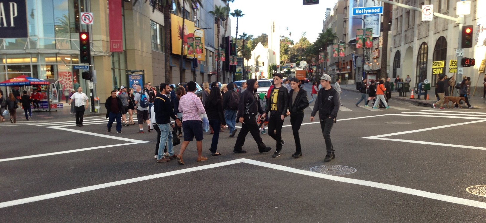 Картинки по запросу The scramble crosswalk at Hollywood Blvd