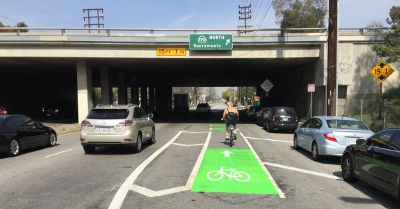 New green bike lane merge zones on Vineland Avenue just south of the 134 Freeway. All photos: Joe Linton/Streetsblog L.A.