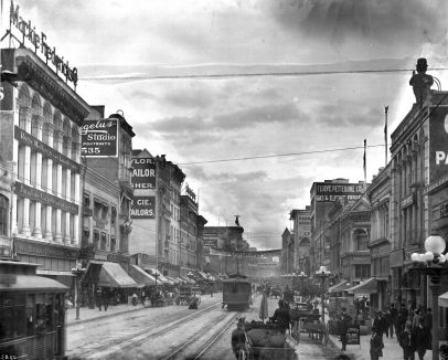 Downtown L.A. in 1906 Broadway looking north from Sixth Street