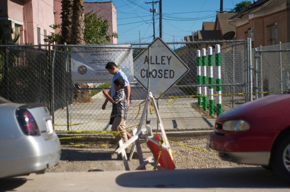 The entrance to the alley from 51st, near Avalon, and across the street from South Park. Sahra Sulaiman/Streetsblog L.A.
