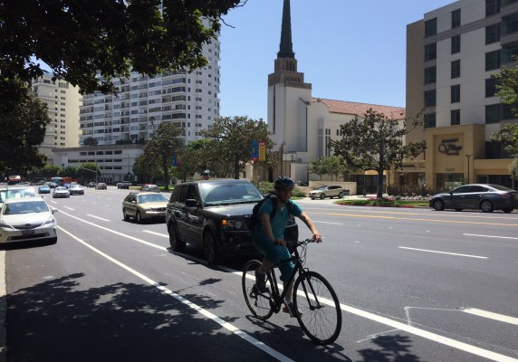 New bike lanes on Wilshire Boulevard in Westwood. Photos by Joe Linton/Streetsblog L.A.
