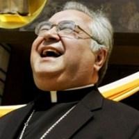 """Arzobispo de Los Ángeles """"Gabino Zavala"""" renuncia porque tiene dos hijos"""