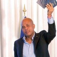 Senador dice Martelly utilizó doble identidad