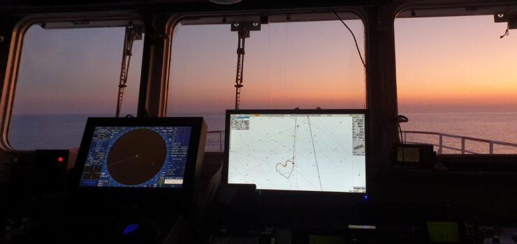20.–21.8. välisenä yönä oli tyyntä ja Ocean Viking piirsi Välimereen viestin.