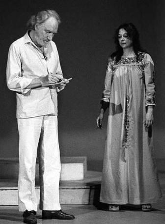 Fernando y Emma en un ensayo teatral de 'Del rey Ordás y su infamia' (1983)