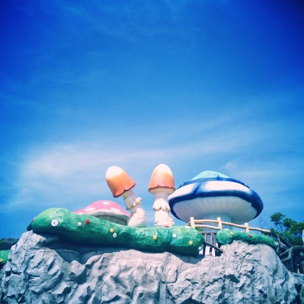 「おかざき世界子ども美術博物館」妖精の棲む浮かぶ島が強烈なインパクト!
