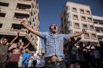 Un hombre grita a la policía durante las protestas del día 20 de julio en Alhucemas. A pesar de que el Gobierno prohibió la manifestación, miles de personas salieron a las calles.