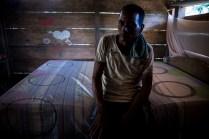 Eduilson Goes Torres tiene 36 años. Vive en Gallo, corregimiento de Tierralta, escogido por el gobierno como uno de los puntos de concentración de las FARC. Entre el miedo y la esperanza él y su esposa, Everlides del Carmen, junto a sus cinco hijos, esperan que la paz traiga tranquilidad.